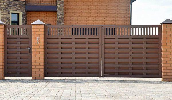 Забор из ДПК: цены в Москве, купить заборные доски ДПК